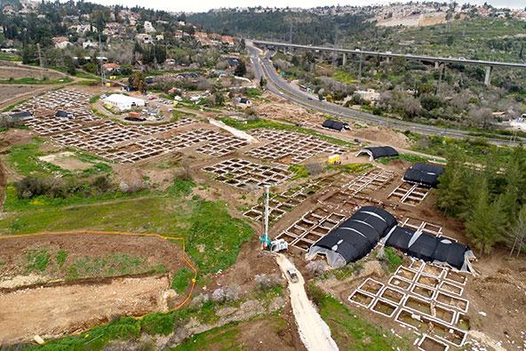היישוב הענק מהתקופה הניאוליתית שהתגלה ליד ירושלים, צילום אווירי: איל מרקו, רשות העתיקות