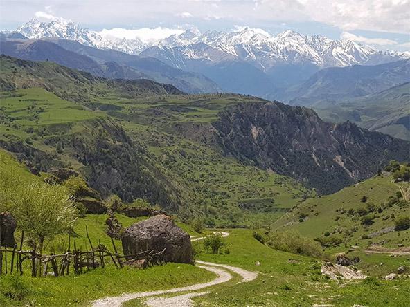 נוף פראי בקווקז הרוסי באזור אוסטיה