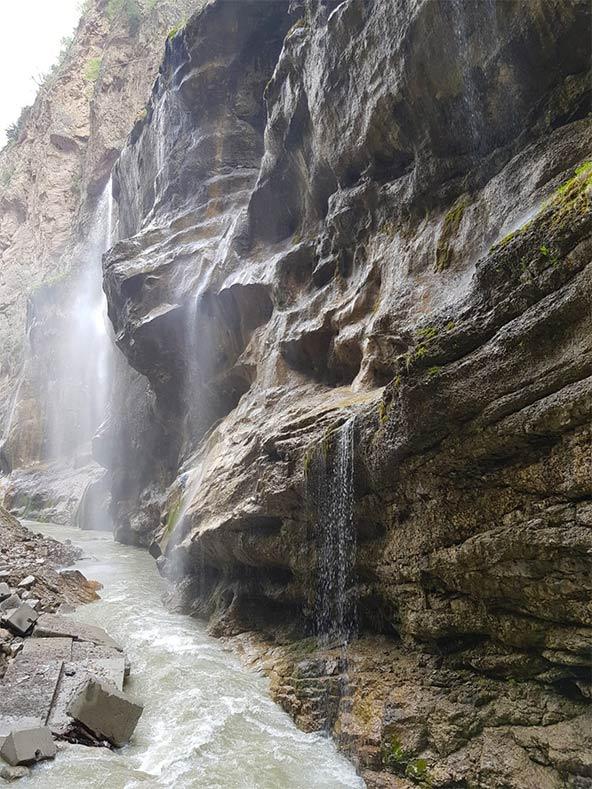 מפלי צ'אגם בקווקז הרוסי, למרגלות האלברוס