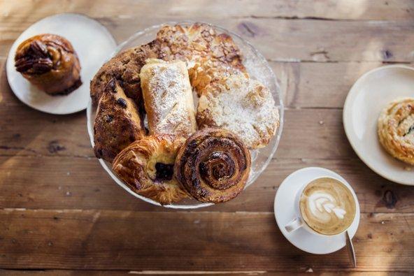 קפה ומאפה בלחם טנא
