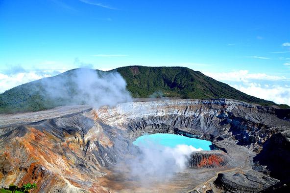 אגם בלוע של הר הגעש פואס