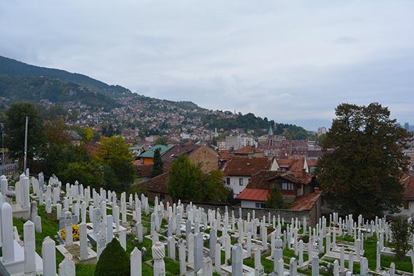 מבט על העיר מבית הקברות