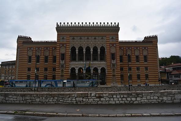 בניין העירייה. עיצובו שואב השראה מהסגנון המורי של הארמון האלהמברה, בעיר הספרדית גרנדה