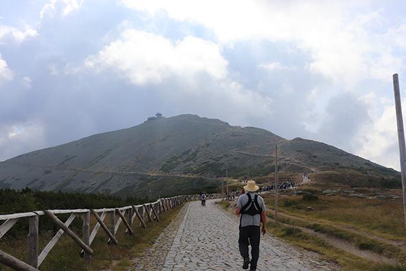 הר השנייסקה. אפשר לטפס ברגל או באופניים