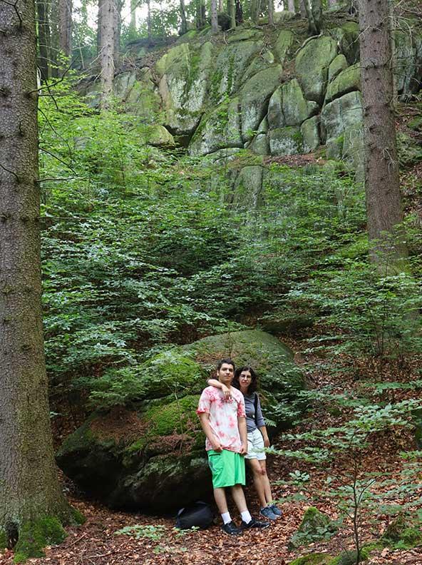 בולדרים בלב היער