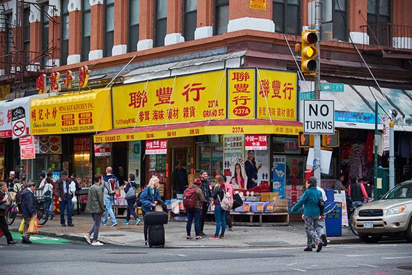 צ'יינה טאון. שומרת על אופייה בזכות גלי ההגירה ממזרח אסיה