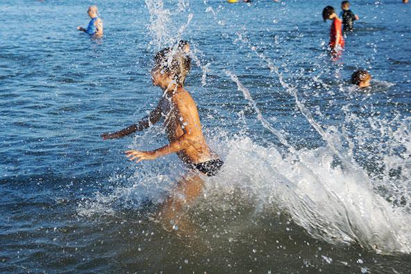 אחרי או לפני הטבילה בבריכה בצימר או בווילה, תמיד אפשר לבלות בכנרת