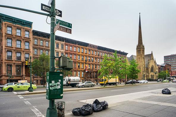 שדרות מלקולם אקס בהארלם, על שמו של התושב הידוע, שאף נקבר בשכונה