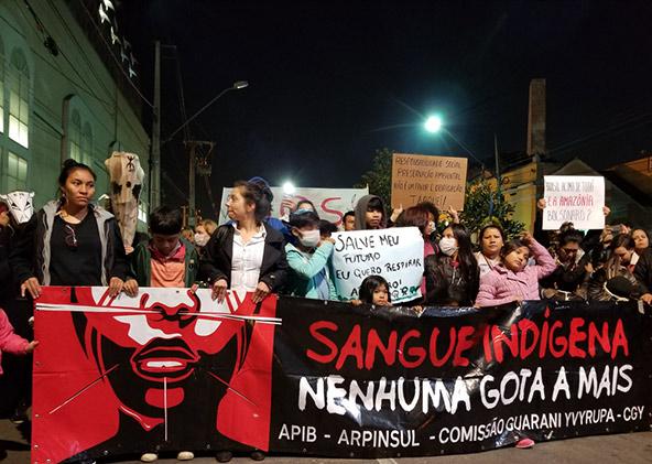 הפגנה בקוריטיבה שבדרום ברזיל נגד הגורמים שהביאו לשריפות הענק באמזונס