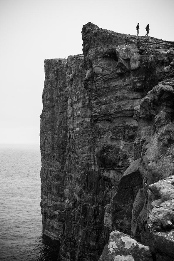 פרופורציות: מצוק אופייני באיי פארו | צילום: אורית גוטרבוים-פרטוק
