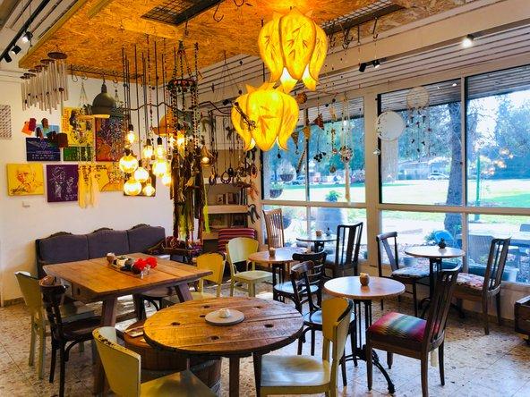 בית הקפה בלומה בכפר בלום. עיצוב ייחודי ואווירה נעימה