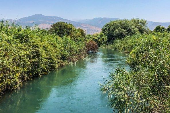 המחלק בקיבוץ דפנה. המים הצוננים מתאימים לטבילה בימים חמים במיוחד