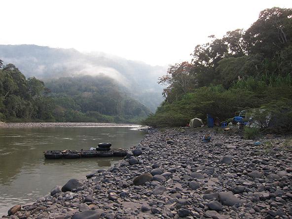 הנהר, המחנה והרפסודה, שלווה מתעתעת