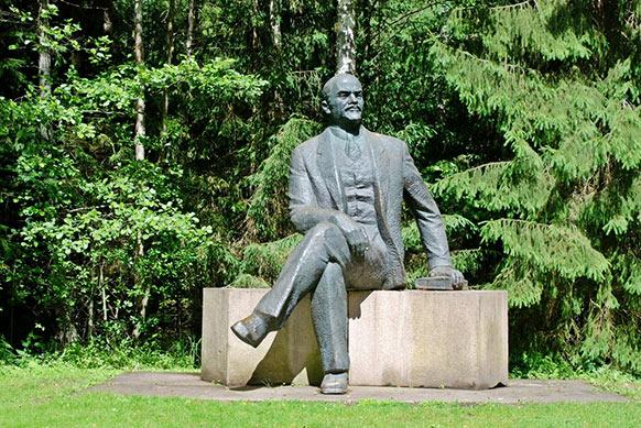 פסל של לנין, אחד מ-86 פסלים של מנהיגים קומוניסטיים בגרוטאס פארק