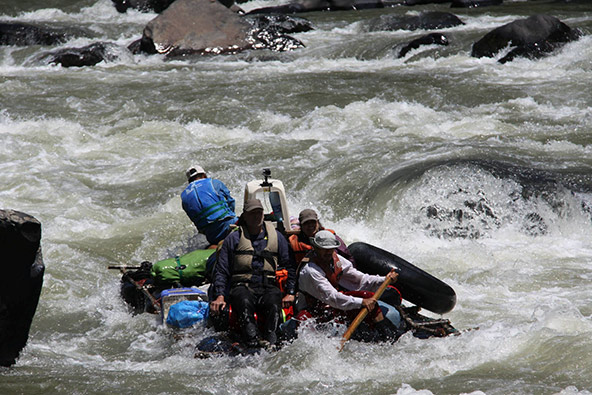 אשדות של מים לבנים ממתינים למי שייבחר לשוט בערוצו של נהר הטואיצ'י