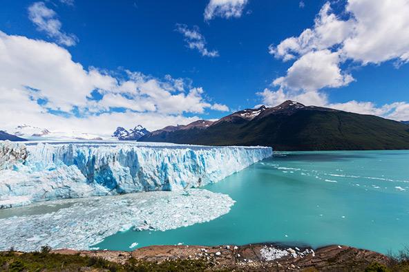 """קרחון פריטו מורנו, """"הקרחון המתנפץ"""", בפארק הקרחונים בדרום ארגנטינה"""