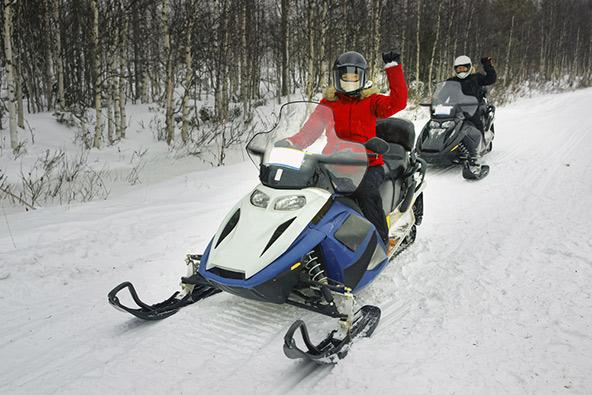 טיול באופנועי שלג הוא אחת החוויות המלהיבות ביותר בלפלנד