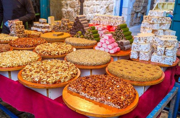 דוכן ממתקים בשוק של עכו
