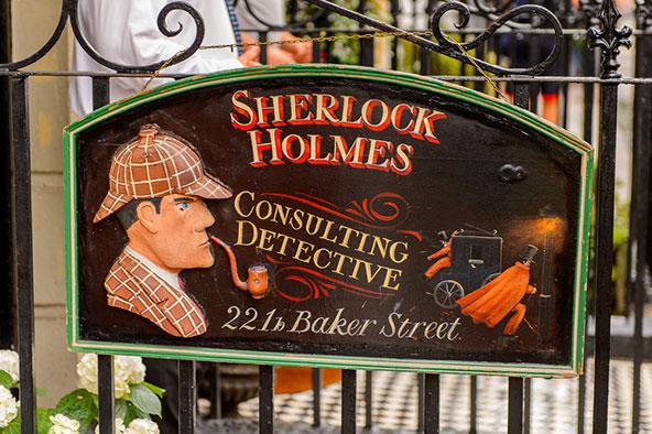 מוזיאון שרלוק הולמס ברחוב בייקר 221b, שם על פי ספריו של ארתור דויל התגורר הבלש המפורסם