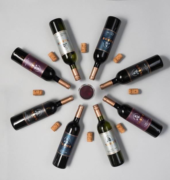 בקבוקים של יקב תבור. במרכז המבקרים או אצלכם בבית - תמיד טוב ללמוד על יינות ולטעום מהם