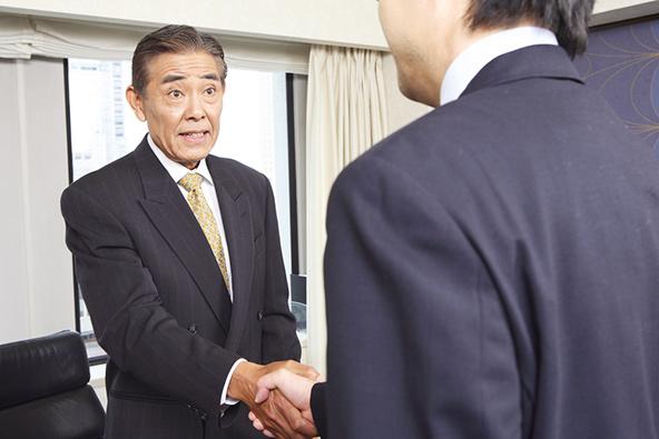 בתפיסה היפנית אדם נמדד בשליטה העצמית וביכולת שלו להניח בצד את מי שהוא למען מה שעליו לעשות