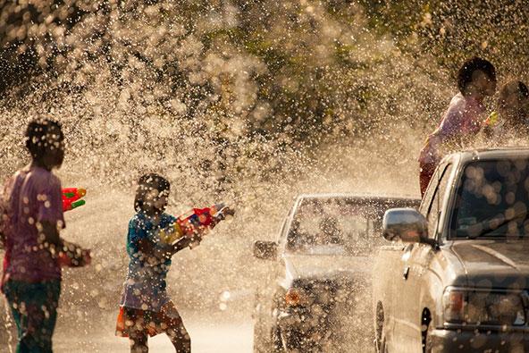 יבשים לא תצאו מכאן... קרבות מים במהלך חגיגות השנה החדשה בתאילנד