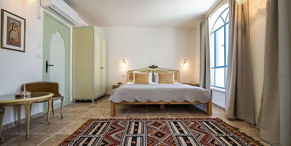 סוויטה ב-The Way Inn. חופשה רומנטית בסמטאות צפת העתיקה, מול נופי הגליל