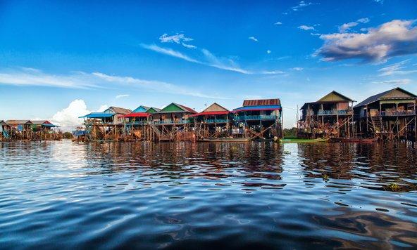 קמפונג פלוק, אחד מהכפרים הצפים על אגם טונלה סאפ