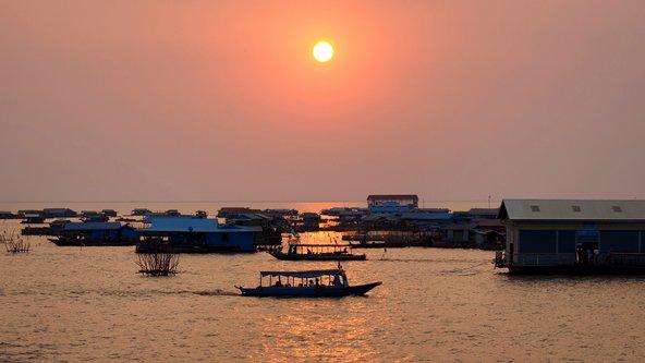 שקיעהשקיעה בטונלה סאפ, האגם הגדול בקמבודיה מעל אגם טונלה סאפ, האגם הגדול בקמבודיה
