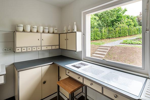 המטבח ב-Haus am Horn | הצילום באדיבות Klassik Stiftung Weimar, photo: Thomas Müller, for Georg Muche: © Bauhaus-Archiv