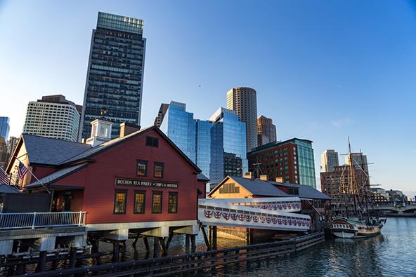 בוסטון משלבת חיים מודרניים ותוססים עם אתרים היסטוריים מימיה הראשונים של ארצות הברית