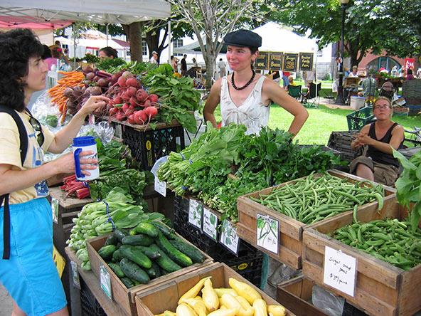 שוק האיכרים של ברלינגטון, אחד השווקים הגדולים והוותיקים בניו אינגלנד