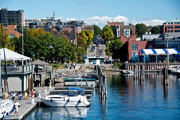 ברלינגטון, ורמונט. עיר יפה ותוססת על גדות אגם שמפליין