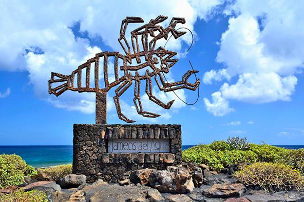 פסל של האמן הרב תחומי סזאר מנריקה קברירה, שביקש להראות את יופיים של האיים הקנריים ואת ייחודה של האוכלוסייה הילידית