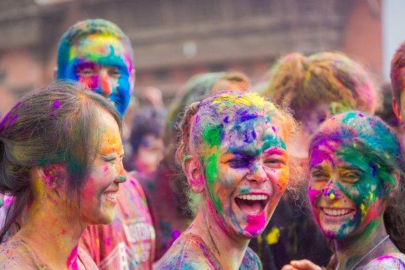 פסטיבל ההולי בנפאל. השתתפות בפסטיבלים היא דרך נהדרת להכיר את התרבות המקומית | צילום: Nabaraj Regmi / Shutterstock.com