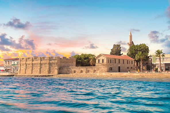 הטירה של לרנקה משקיפה אל הים התיכון