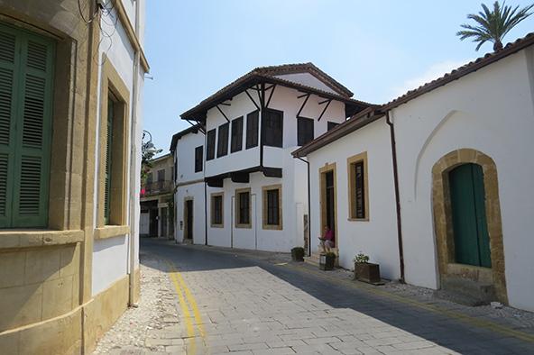 סמטה בפמגוסטה, עיר נמל בצפון קפריסין | צילומים בכתבה: גיל אל עמי