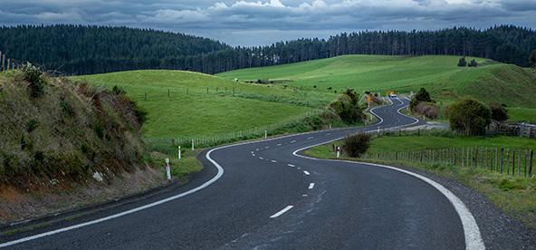 הכבישים צרים ומתפתלים, אבל התנועה זורמת אין פקקים
