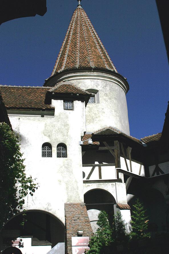 הטירה של ולאד המשפד (שעליו מבוססת דמותו של דרקולה) בעיר בראן