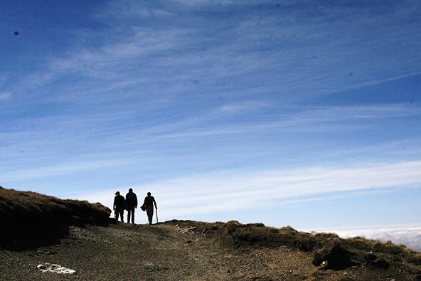 הר אומו. עופר, גיא ופאול משתלבים באופק