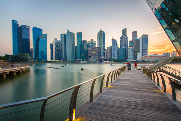 את המרכז העסקי של סינגפור קל לזהות על פי גורדי השחקים שבו