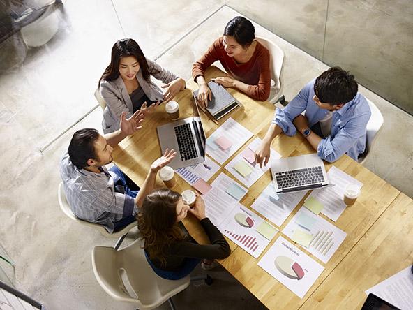 בפגישה עסקית בסינגפור חשוב להקפיד על פרטים כמו דיוק, לבוש והתנהגות מאופקת ואדיבה
