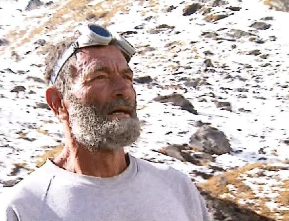 בסתיו 1996, עזרא אוריון חזר לנפאל כדי לשקם את הפסל בפעם האחרונה | צילומים: עופר הררי