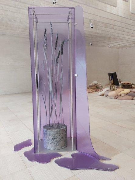 """המיצב """"מצבי דלקת"""" של האמנית אן גראף. אנלוגיה להתחממות הגלובלית ולהחמרת הרעב העולמי"""