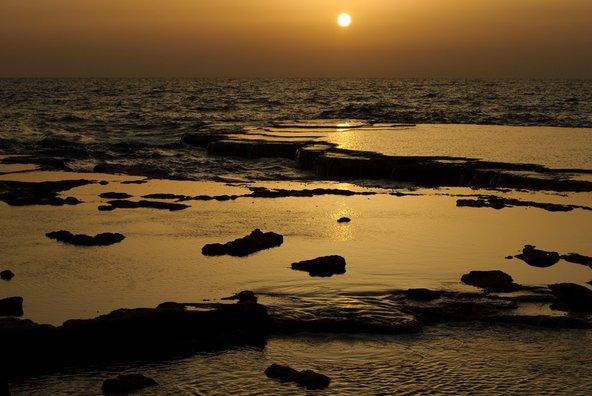 שקיעה בחוף בצת | צילום: שאטרסטוק