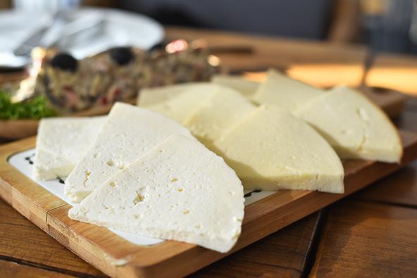 גבינות מקומיות. האוכל הגאורגי הוא חלק חשוב (ומוצלח מאוד) של הטיול