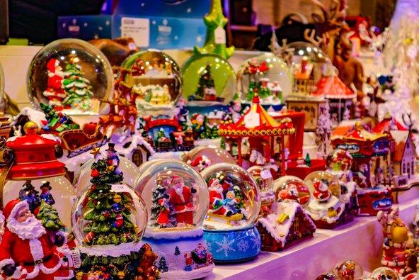 דוכן מתנות בשוק חג המולד בקולמר