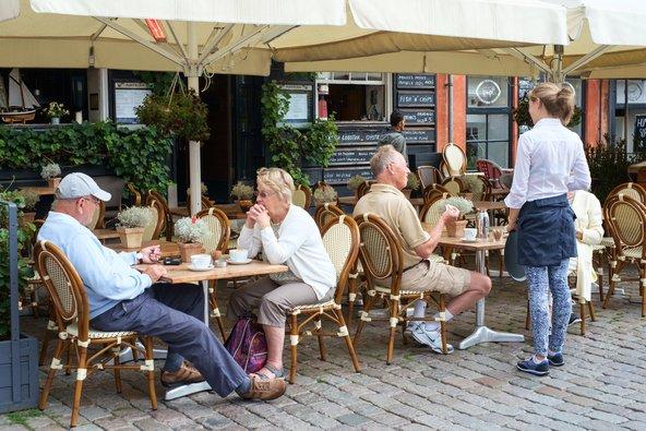 מסעדה בקופנהגן. המלצרים במדינות סקנדינביה מקבלים שכר הוגן ולא מצפים לקבל טיפ