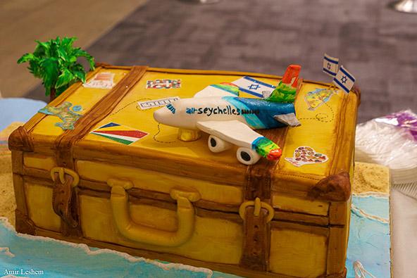 העוגה של לירז מלכה בטקס קבלת הפנים לטיסה הראשונה של אייר סיישל