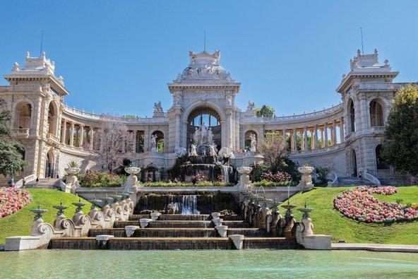 ארמון לונגשאמפ. גנים יפים ויצירות אמנות